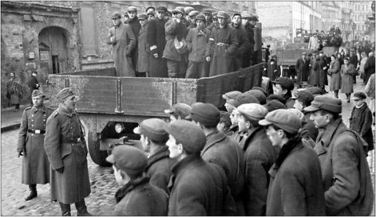 Polen, Ghetto Warschau, Juden auf LKW